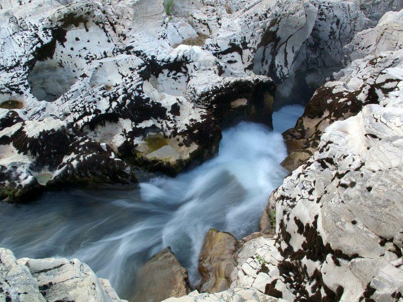 cascade-567388_1920-1.jpg